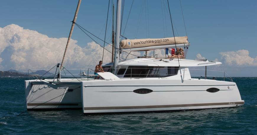 Catamaran Charter Fountaine Pajot Helia 44