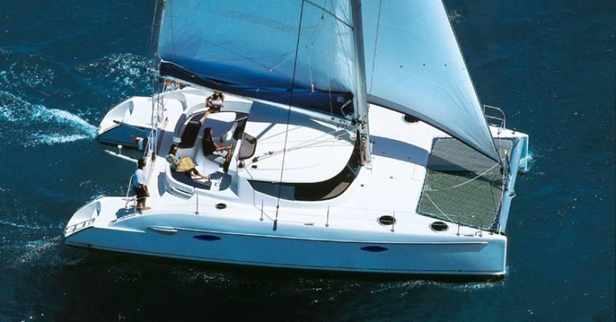 Charter Catamaran Fountaine Pajot Lavezzi 40