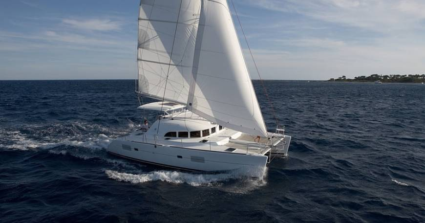 Catamaran Charter Lagoon 380 S2