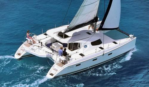 Charter Catamaran Nautitech 40