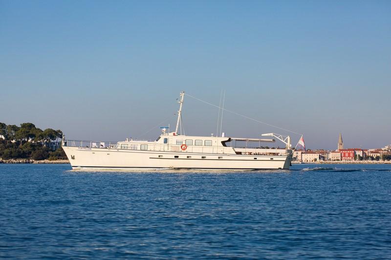 My play fellow cruising yacht for charter in croatia for Motor yacht charter croatia