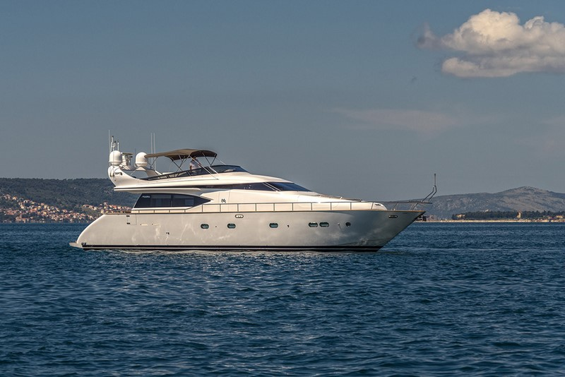 Yacht maiora 20s luxury yacht charter in croatia for Motor yacht charter croatia